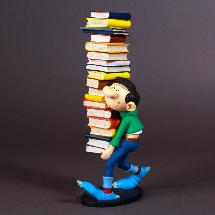 Plastoys Collectoys - Gaston portant une pile de livres