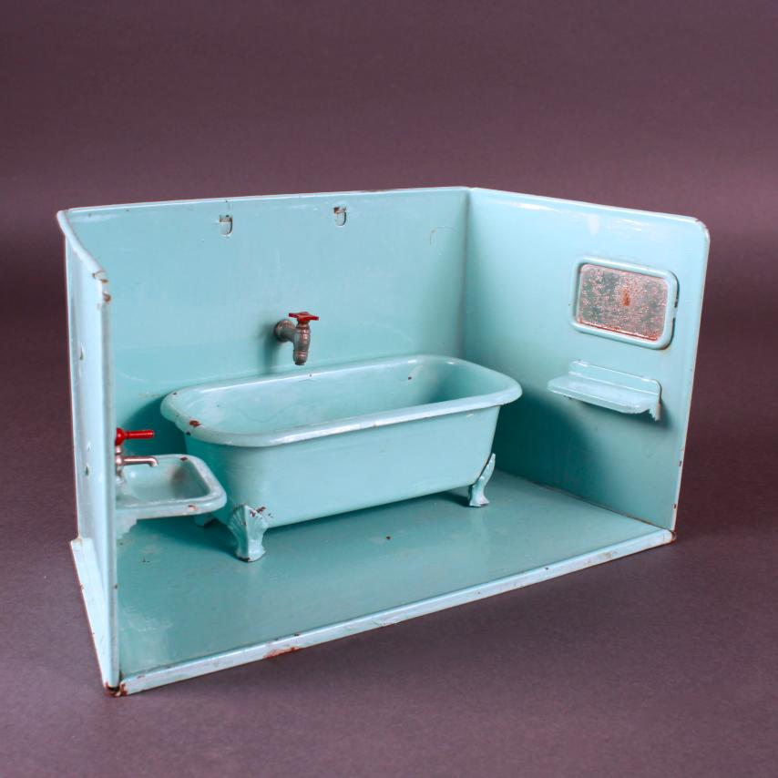 ancienne salle de bain de poup e en t le verte quip e. Black Bedroom Furniture Sets. Home Design Ideas